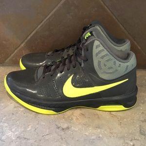 Nike Men's Air VisiPro 6 Basketball Shoes
